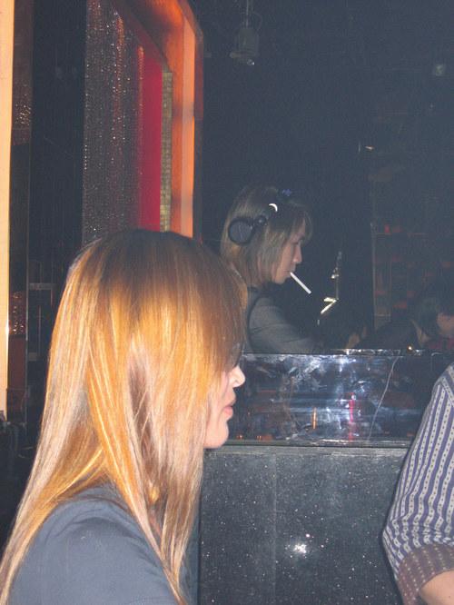 Shanghai_bar_fille