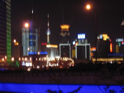 Shanghai_nuit_barre_bleue